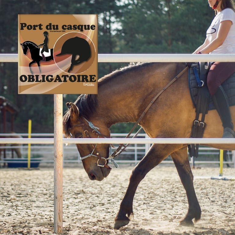 panneau port du casque d'équitation obligatoire