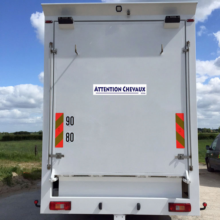 stickers autocollant attention chevaux boxprotec