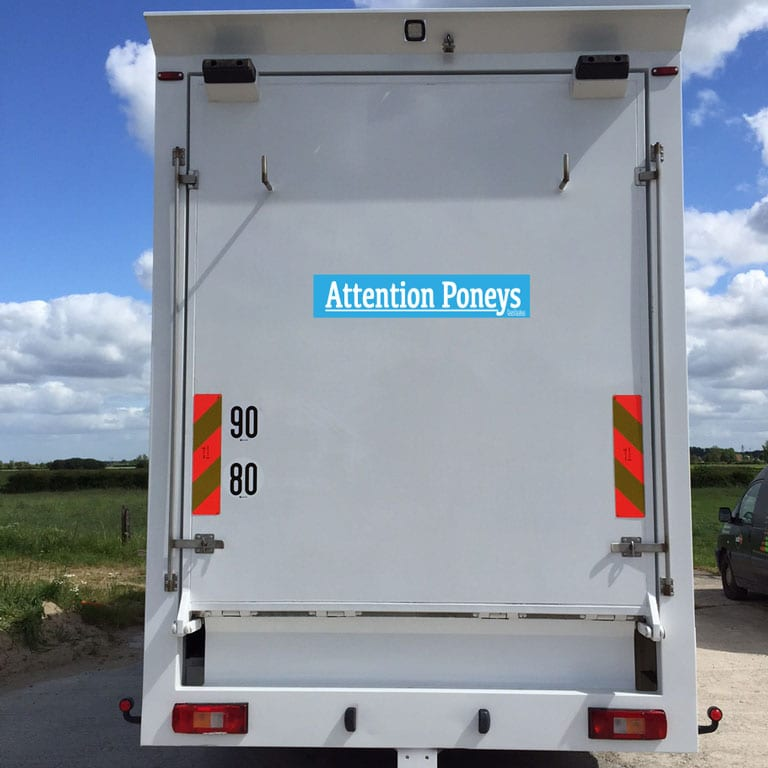 stickers autocollant attention poneys boxprotec