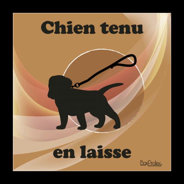 panneau chien tenu en laisse marron