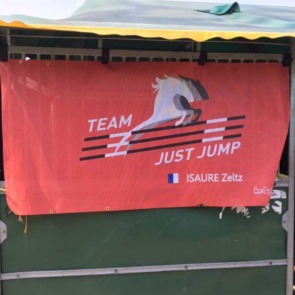 tenture de box personnalisée team just jump Isaure Zeltz