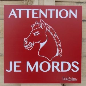 Panneau attention je mords cheval-0