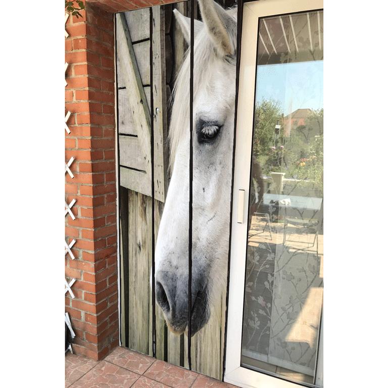 moustiquaire de porte à lamelle motif cheval dans le box