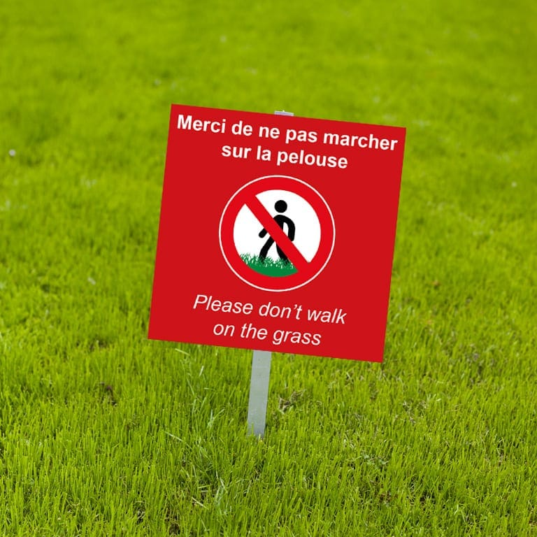 panneau fond rouge interdit personnalisé / don't walk on the grass / ne pas marcher sur la pelouse /interdiction