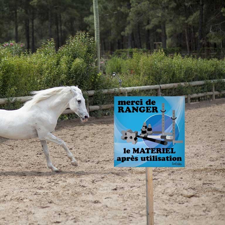 panneau ranger le matériel d'équitation après utilisation