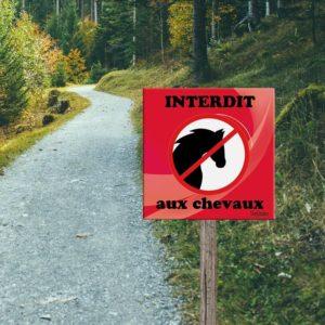 Panneau interdit aux chevaux
